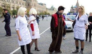 Активисты из движения людей, живущих с ВИЧ, провели на Красной площади несанкционированную акцию