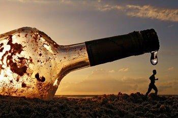 Алкоголь повышает вероятность незащищенного секса