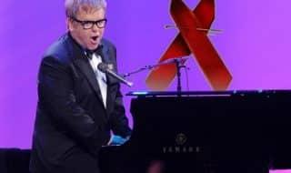 Элтон Джон пишет книгу о СПИДе