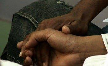 Группа поддержки женатых «гетеросексуалов», которые занимаются сексом с мужчинами, в Кении