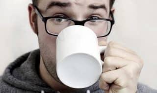 Зеленый чай, шоколад и красное вино содержат вещества, защищающие нервные клетки при ВИЧ-инфекции