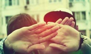 Молодые ВИЧ положительные геи беспокоятся о раскрытии своего статуса партнерам и близким людям, а так же об инфицировании других и преследовании законом.
