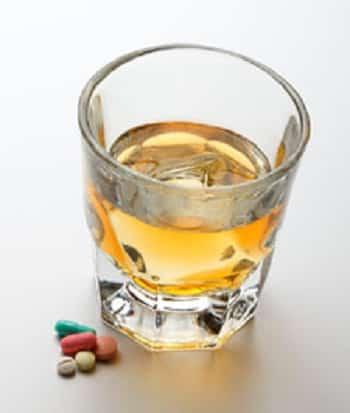 Противоречивая информация о взаимодействии лекарств от ВИЧ и алкоголя