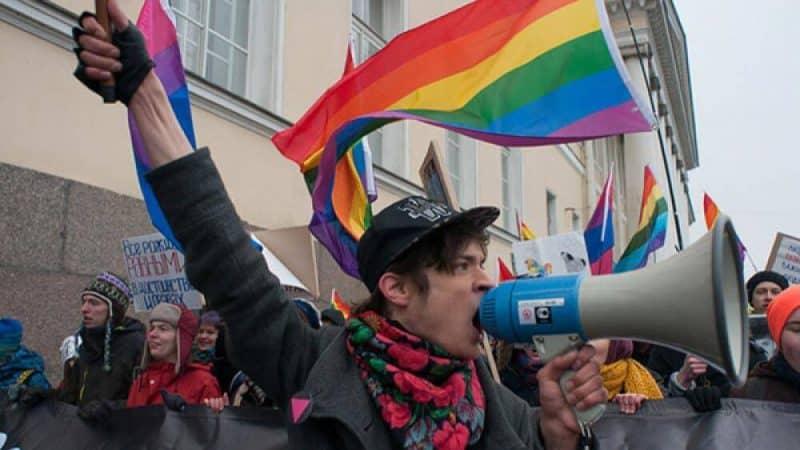 """Фильм: Молодой и гомосексуальный в России, каковы последствия закона о """"пропаганде"""" для ЛГБТ"""
