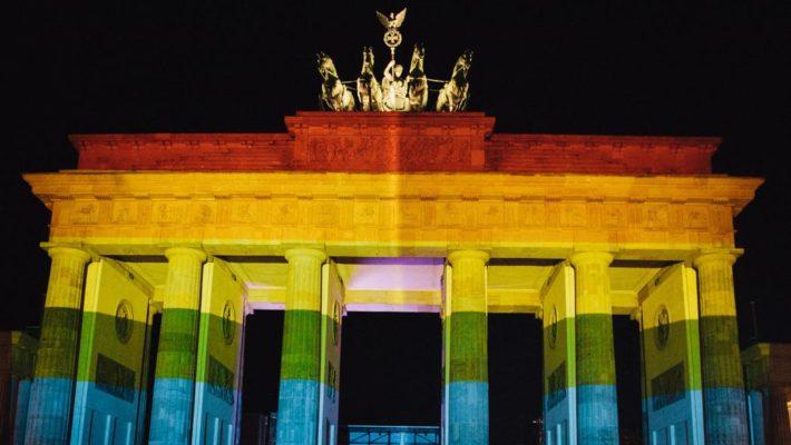 Геи и лесбиянки Германии получат все права и обязанности брака