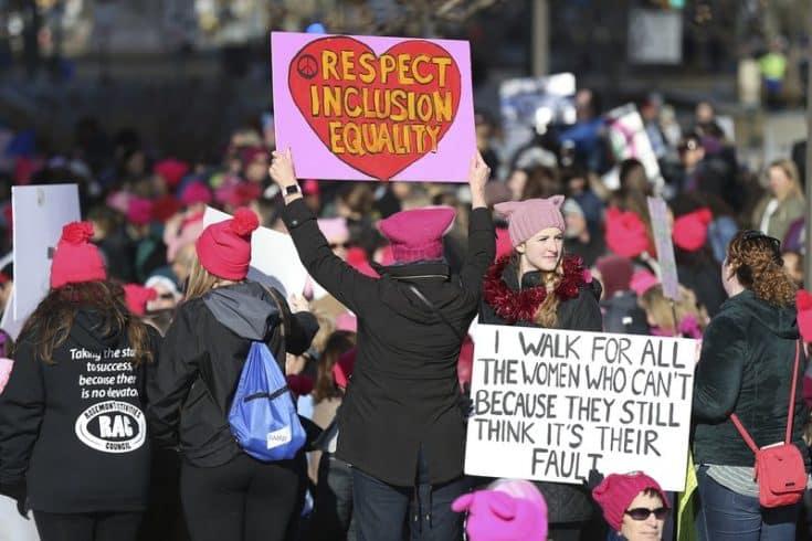 ЛГБТ, феминистки и мигранты вышли на марш против Трампа