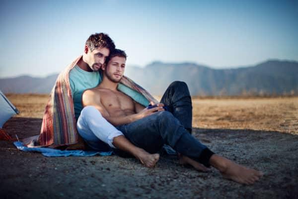 Более 90% молодых геев мечтают о моногамных отношениях