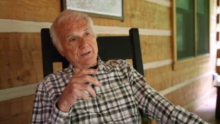 Экс-священник в 83 года стал звездой гей-порно
