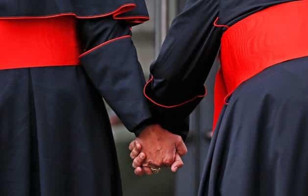 Секс-работник отправил в Ватикан тысячестраничное досье на священников-геев