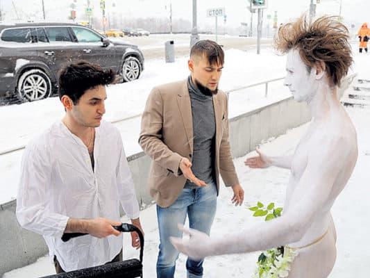 В Москве казаки выгнали голого парня на мороз