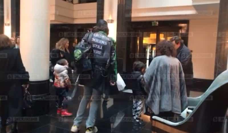 Киркоров показался на публике в куртке с надписью «Геи ещё здесь»