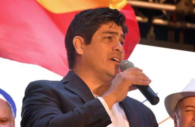 Сторонник однополых браков стал президентом Коста-Рики