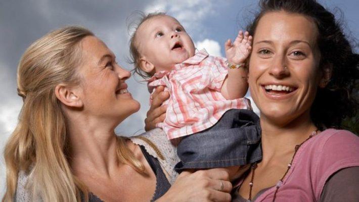 В США врач отказалась осмотреть ребенка лесбиянок