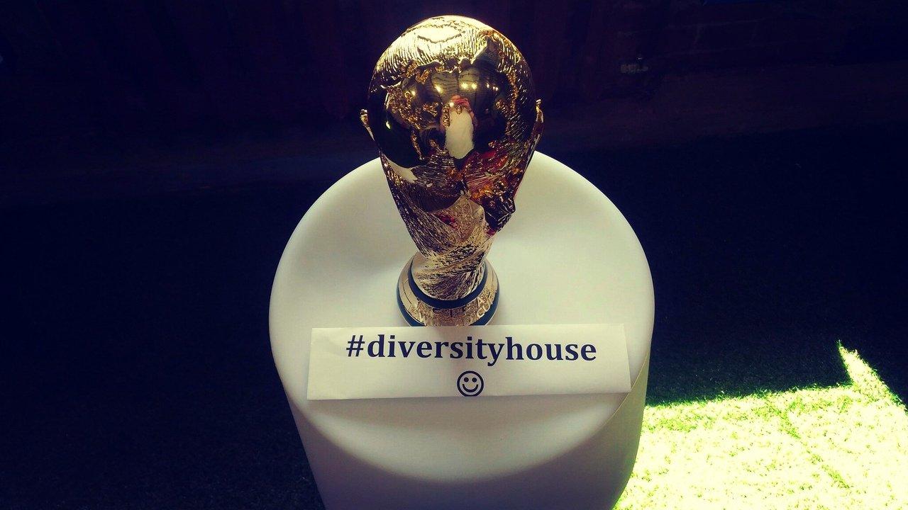 «Дом разнообразия» в Москве: не только о геях и футболе