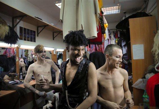 Американские журналисты наведались в свердловский гей-клуб