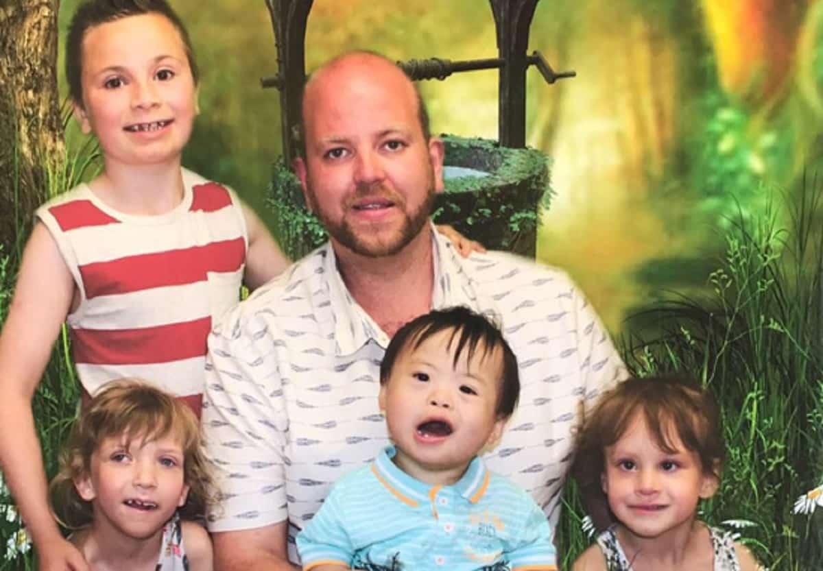 Британский гей стал приемным отцом пятерых детей с инвалидностью