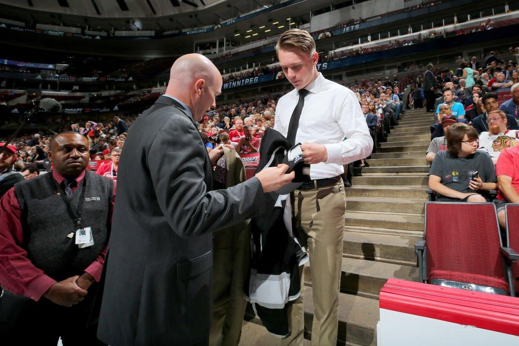 В НХЛ дебютировал хоккеист, воспитанный двумя мамами