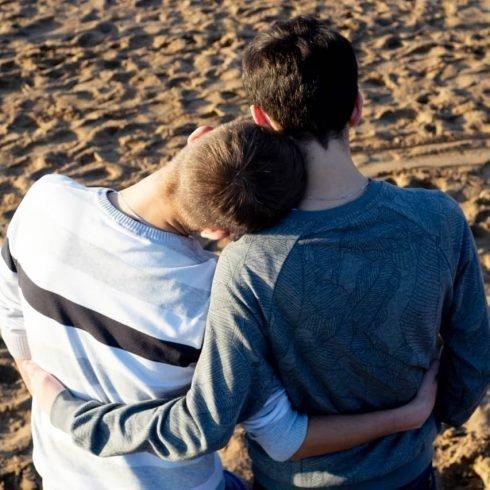 «Мы два Димы. Открытая гей-пара. Живём в России»