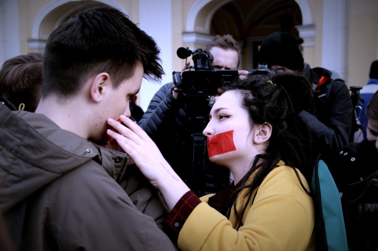 """""""День молчания"""" в Петербурге завершился задержанием одиннадцати ЛГБТ-активистов"""