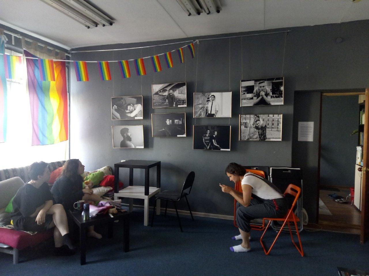 Выставка «Двойной каминг-аут – двойная стигма» добралась до Екатеринбурга