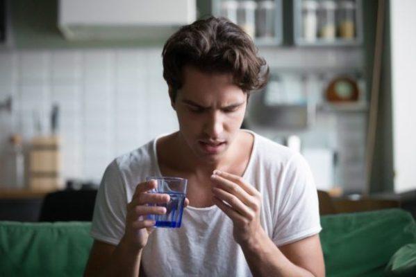 Приём лекарств от ВИЧ