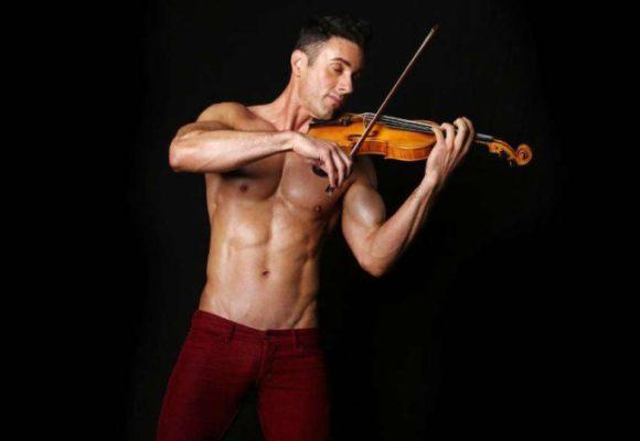 скрипач без рубашки