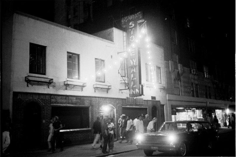 """Легендарный бар """"Стоунволл Ин"""" спасён от закрытия в 51-ю годовщину """"бунта"""""""