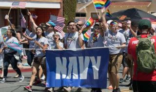 Пентагон запретил радужный флаг