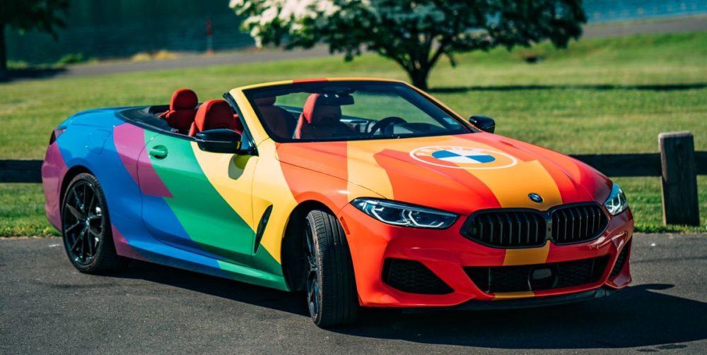 Компания Porsche поддержала участников ЛГБТ-прайда в Германии