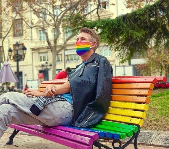 Алексей Панин поддержал ЛГБТ радужной маской