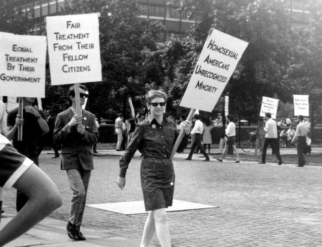 Кей Лахузен (в центре) помогла создать первый Альянс гей-активистов (GAA) в 1970 году.