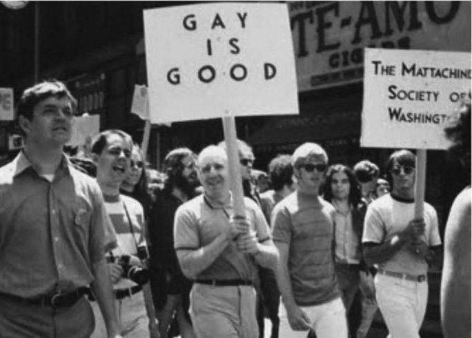 Парад в честь Дня освобождения в 1970 году с участием ЛГБТ-активиста Фрэнка Камени, придумавшего лозунг «Гей – это хорошо» (Gay – it`s OK).