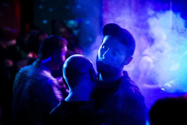 Гей-секс-вечеринки в России: кто и как их устраивает