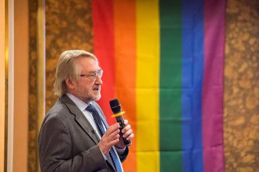 Руководитель Российского Федерального центра СПИД Вадим Покровский выступает на Первой российской национальной конференции ВИЧ-сервисных организаций и ЛГБТ-сообщества (2017)