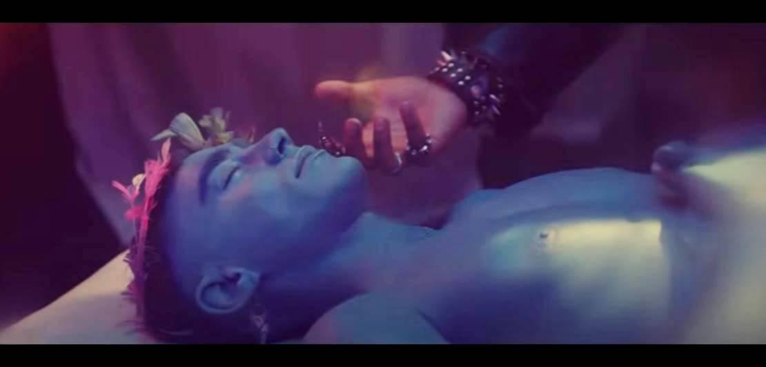 Премьера песни «Жажда» Олли Александра состоялась на YouTube