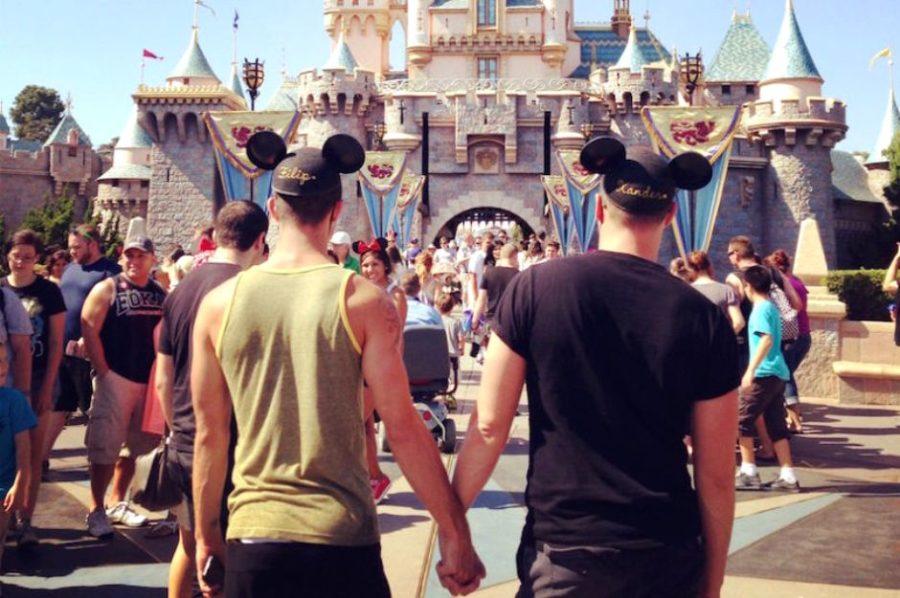 Как «Диснейленд» запрещал танцевать однополым парам